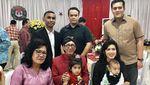 Momen Kebersamaan Yasonna Laoly dengan Istri dan Keluarga
