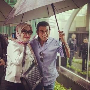 Rhoma Irama dan Ricca Rachmim Awet Menikah 35 Tahun, Ini 7 Foto Mesranya