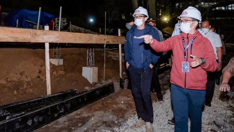 Sandiaga Uno meninjau pembangunan hotel Bobobox di Kaldera Toba.