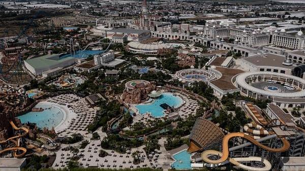 Pada Juni 2020, Turki meluncurkan Sertifikat Pariwisata Aman yang menyatakan kepatuhan pada standar keselamatan global untuk seluruh tempat yang dapat dikunjungi oleh wisatawan.