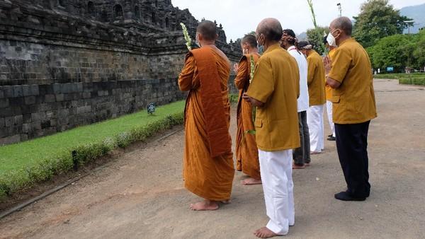 Ritual Uphosata Mandala Puja rutin dilaksanakan dua kali dalam sebulan yaitu pada tanggal satu dan tanggal lima belas penanggalan Jawa.