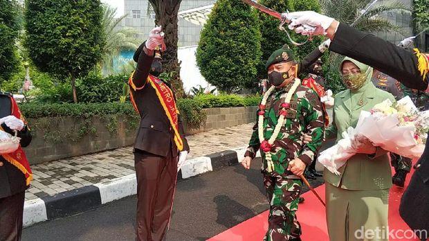 Acara penghormatan untuk melepas Mayjen TNI Dudung Abdurachman yang mendapatkan promosi sebagai Pangkostrad.