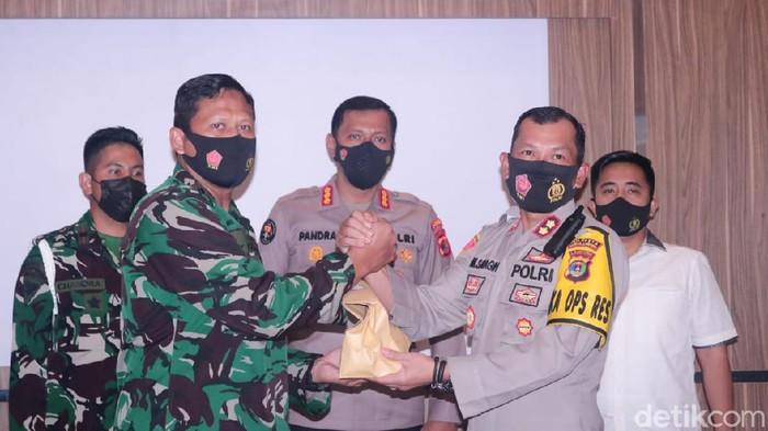 Berkas kasus Pratu NR beserta istri terluka tembak telah diserahkan dari Polresta Bandar Lampung kepada pihak POM TNI AU (dok Polda Lampung)