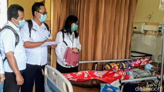 Seorang warga Bondowoso diduga terpapar penyakit Leptospirosis. Penyakit tersebut berasal dari kotoran atau kencing hewan pengerat.