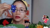 Bukan Selada, Wanita Ini Hobi Makan Lalapan Bunga Segar