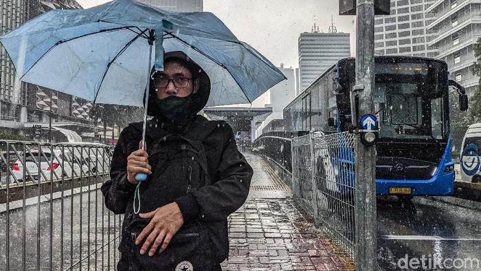 Badan Meteorologi, Klimatologi dan Geofisika (BMKG) memberikan peringatan dini terkait cuaca ekstrem dengan curah hujan sedang hingga lebat.