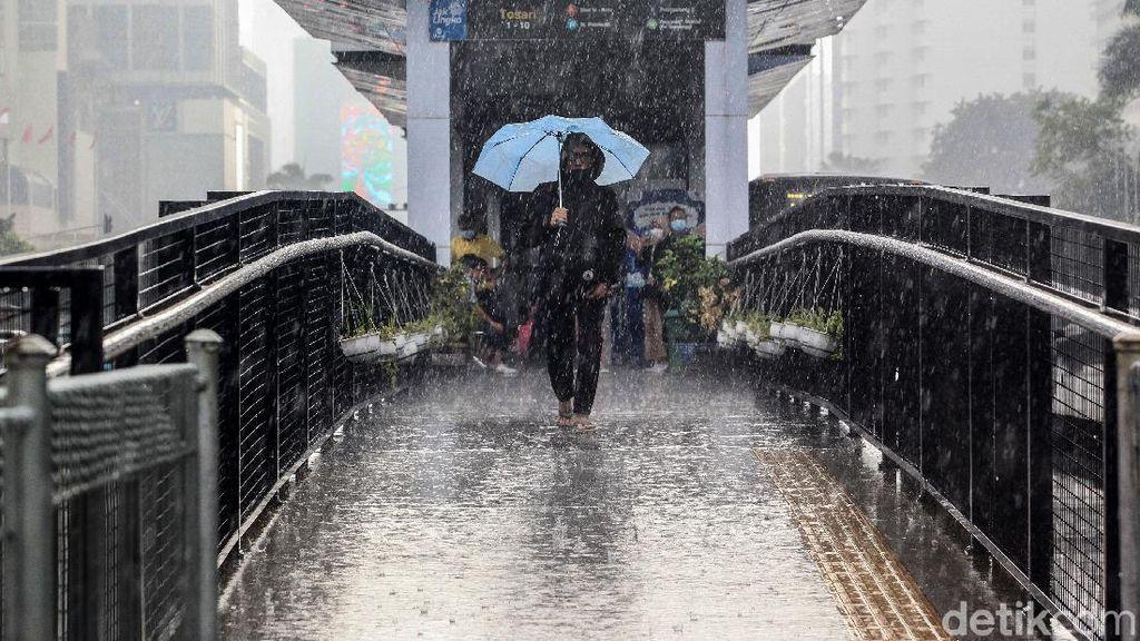 BMKG: Depok Hujan Es, Waspada Jabodetabek Mulai Alami Cuaca Ekstrem