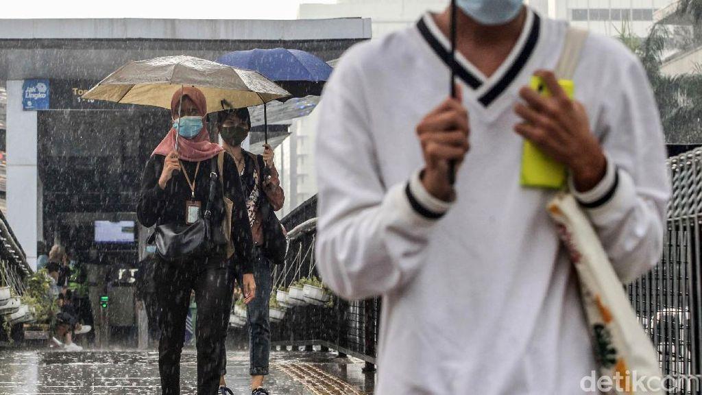 BMKG: Waspada Potensi Hujan Disertai Petir di Jaksel-Jaktim Sore Ini