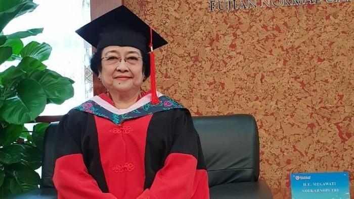 Dapat Gelar Profesor Kehormatan, Megawati Punya Momen Makan yang Seru