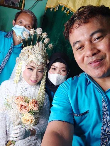 Vendor dekorasi Ayang Pramuja yang sempat viral di media sosial karena dekorasi pernikahan di gang sempit.