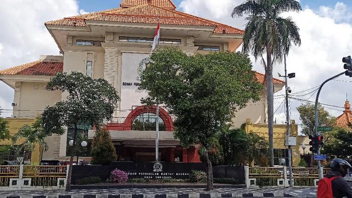 DPRD Surabaya Jalan Yos Sudarso