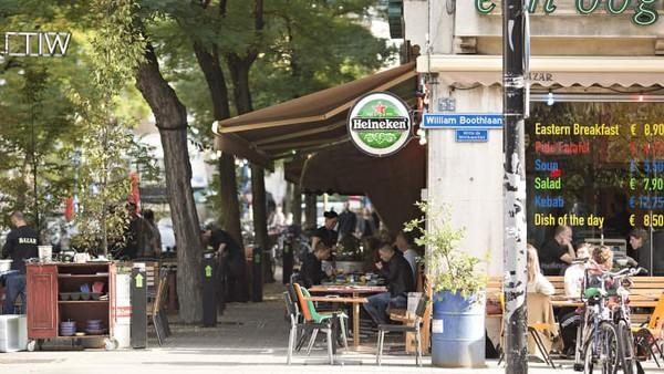 Inikali pertama Time Out membuat peringkat jalan-jalan paling keren di dunia. Sebelumnya, perusahaan itu dikenal karena menghasilkan rangkuman tahunan tentang lingkungan paling keren di dunia.Witte de Withstraat, Rotterdam, Belanda di posisi keenam.