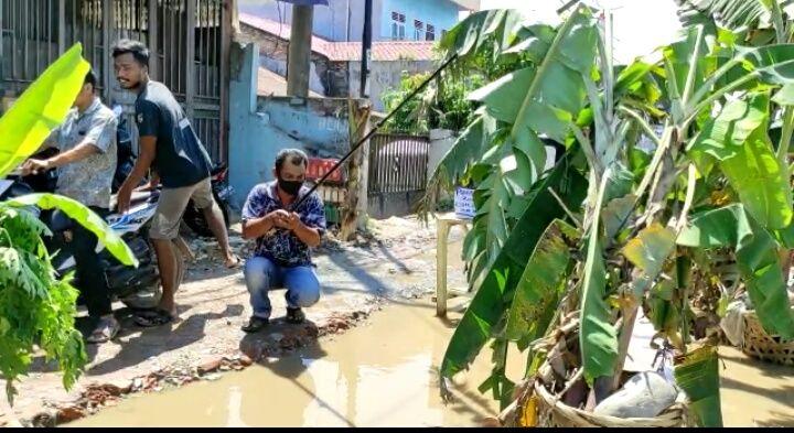Jalan rusak di Deli Serdang ditanami pohon pisang