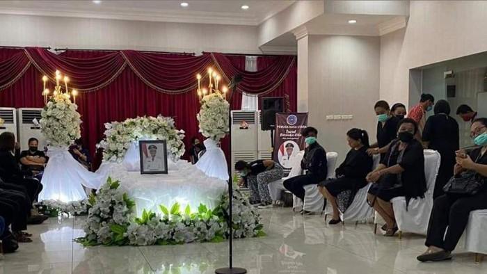 Jenazah Wabup Helmut Hontong di ruangan VVIP Bandara Internasional Sam Ratulangi Manado.
