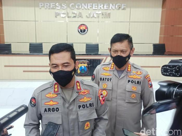 Kadiv Humas Polri Irjen Argo Yuwono menjelaskan, instruksi itu keluar setelah Jokowi mendengar keluhan sejumlah sopir di Pelabuhan Tanjung Priok, Jakarta. Keluhan itu mengenai maraknya pungli dan praktik premanisme lainnya, yang merugikan para sopir kontainer.