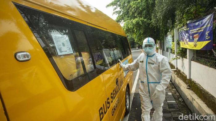 Pemerintah terus melaporkan perkembangan virus COVID-19 di Tanah Air. Pada hari ini, tambahan kasus positif Corona masih tinggi.
