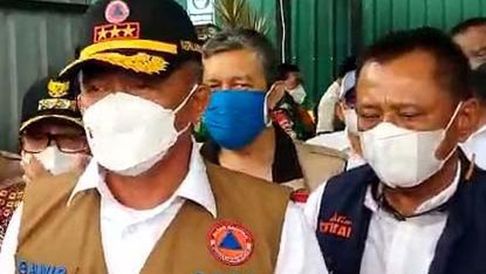 Kepala BNPB Letjen Ganip Warsito saat meninjau RS Lapangan di Jalan Ijen
