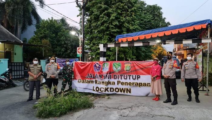 Lockdown di Perumahan Harapan Baru 2 Bekasi (Istimewa)