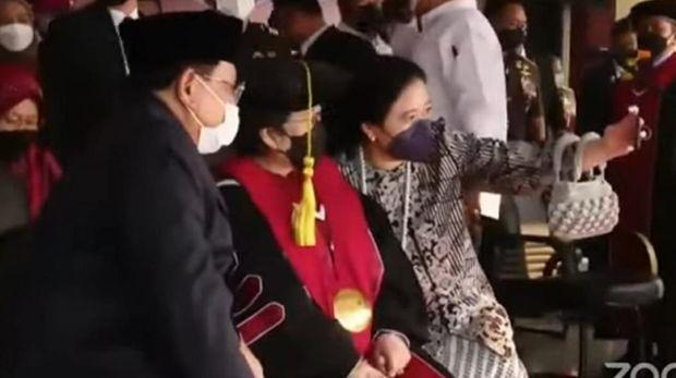 Megawati, Prabowo, dan Puan foto bersama selfie