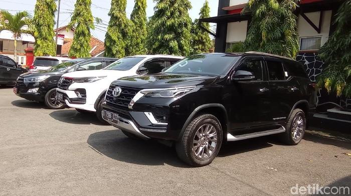 Mobil dinas baru Bupati dan Wakil Bupati Pangandaran.