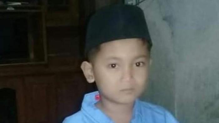 Muhamad Noval Izam (7) asal Kabupaten Pemalang, Jawa Tengah ini hilang tanpa kabar sudah sepekan ini