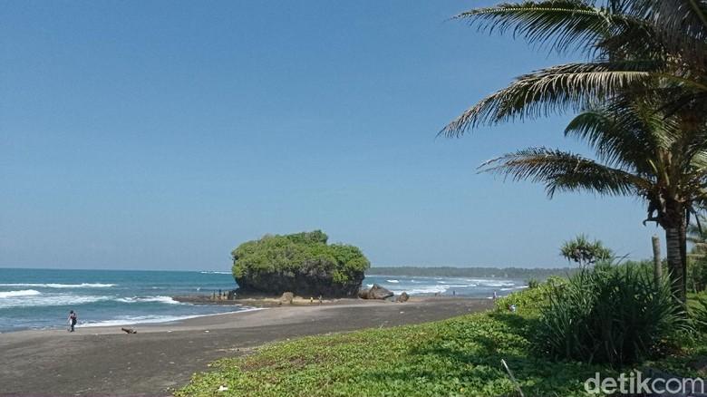 Pamandangan Pantai Madasari Pangandaran