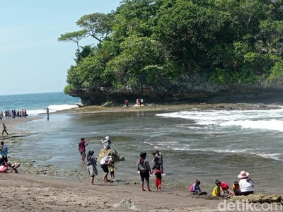 Indahnya Pantai Madasari Pangandaran