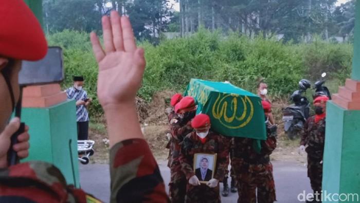 Pemakaman pegawai KJRI San Fransisco di Desa Sumberejo, Kecamatan Klaten Selatan, Klaten, Jumat (11/6/2021).