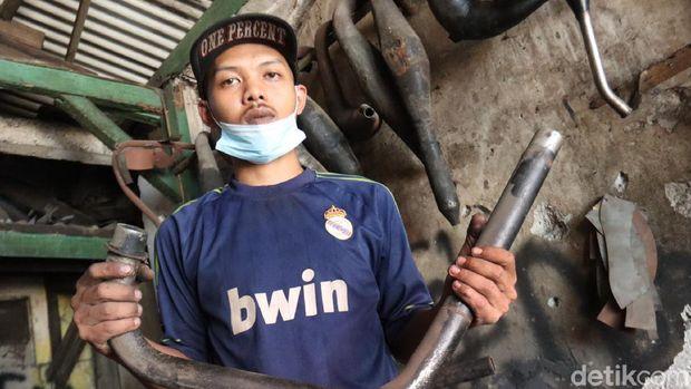 Perajin Knalpot di Bandung