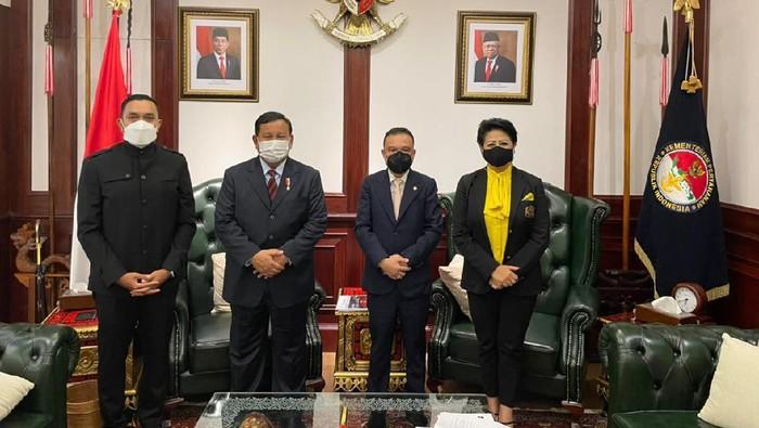 Pertemuan Prabowo dan Connie Bakrie di Keman, Jumat (11/6)