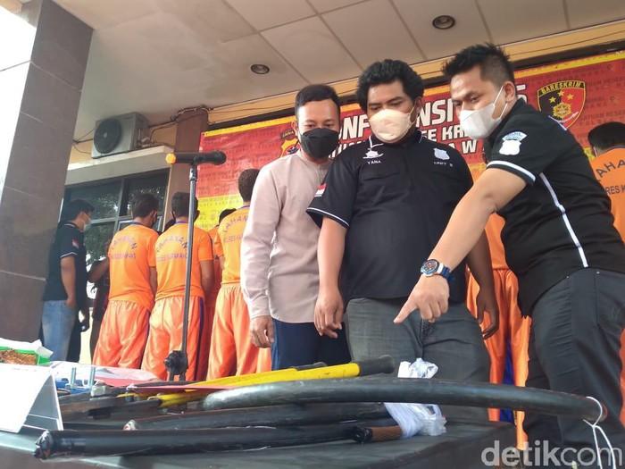 Polisi mengamankan 5 pencuri kabel proyek milik perusahaan BUMN di Karawang