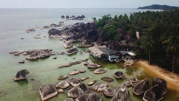 Sejumlah situs Geologi di kawasan Natuna, yang merupakan salah satu geopark nasional, merupakan salah satu potensi wisata yang dapat mendatangkan wisatawan.