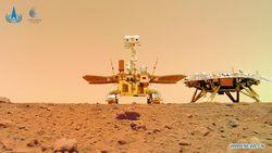 Keren! Robot Penjelajah China Pamer Selfie di Mars