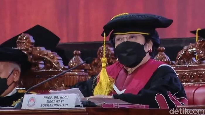 Ketua Umum PDIP Megawati Soekarnoputri resmi menyandang gelar profesor kehormatan. Megawati menyandang gelar profesor bidang ilmu kepemimpinan strategi.