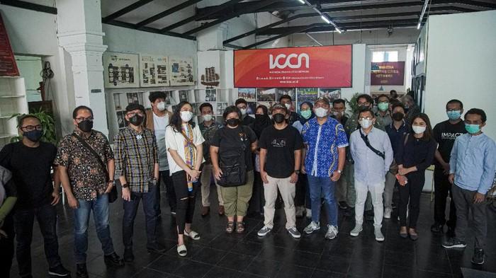 Staf Khusus Presiden, Putri Tanjung saat menyerap energi pelaku industri kreatif di Bandung