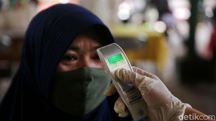 Vaksinasi terus dilakukan di tengah melonjaknya kasus positif COVID-19. Kali ini, vaksinasi dilakukan terhadap warga yang tinggal di Rusun Marunda, Jakarta Utara.