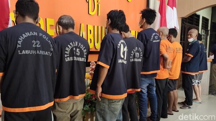 Belasan preman di Labuhanbatu ditangkap polisi (Ahmad Fauzan/detikcom)
