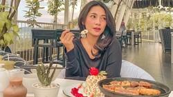 Momen Dinda Kirana Ngopi Cantik dan Makan BBQ