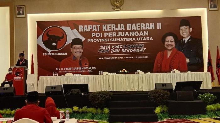 Djarot saat membuka Rapat Kerja Daerah PDIP Sumut