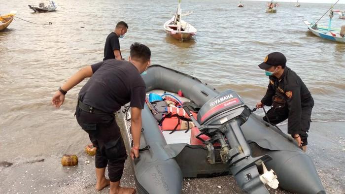 evakuasi nelayan yang ditemukan meninggal