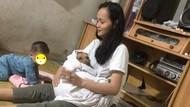 7 Gaya Nyeleneh Emak-emak Momong Hewan Peliharaan, Bikin Gak Habis Pikir
