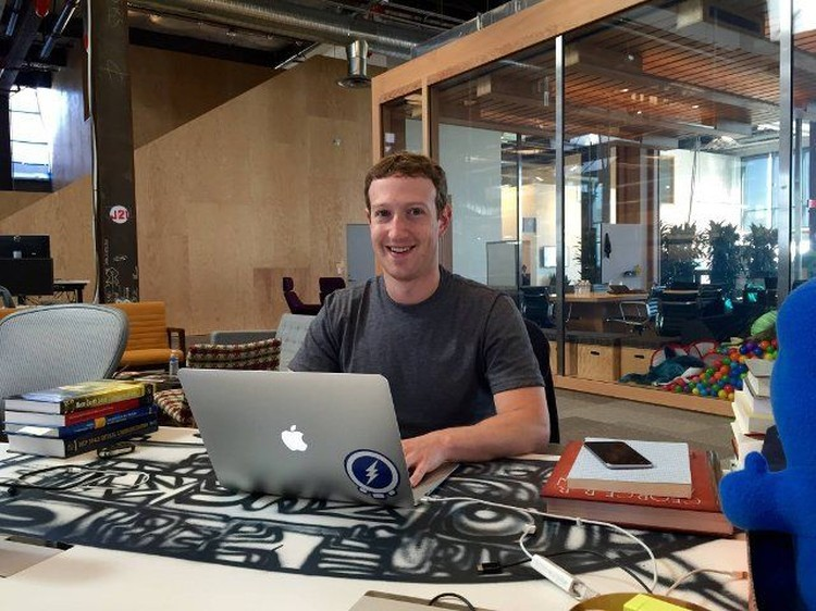 fotoinet Potret Sederhana Pendiri Facebook Mark Zuckerberg