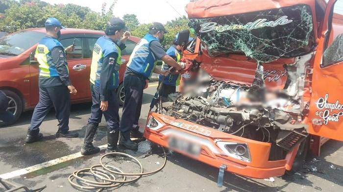 Kecelakaan di Exit Tol Rawamangun