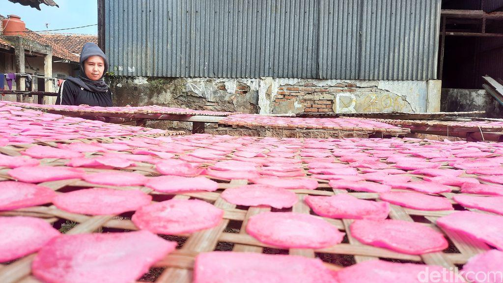 Asal Usul Kerupuk RO, Kerupuk Pink Terkenal dari Purwarkarta
