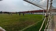 Lapangan Bola di Karawang: Dari Tanah Merah Jadi Rumput Standar FIFA