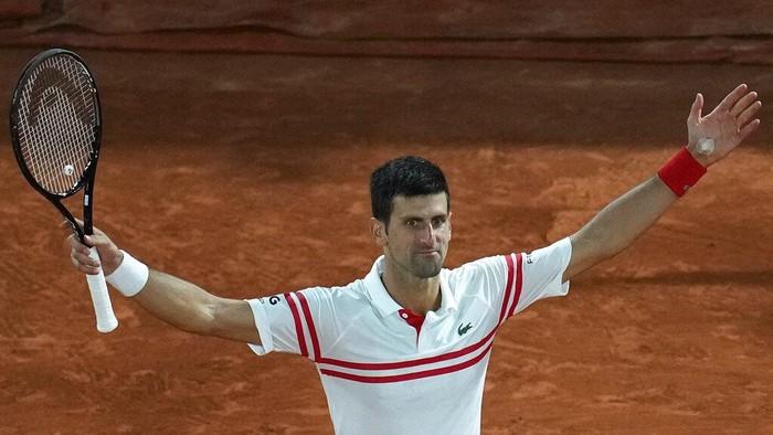 Serbias Novak Djokovic celebrates as he defeats Spains Rafael Nadal during their semifinal match of the French Open tennis tournament at the Roland Garros stadium Friday, June 11, 2021 in Paris. (AP Photo/Christophe Ena)