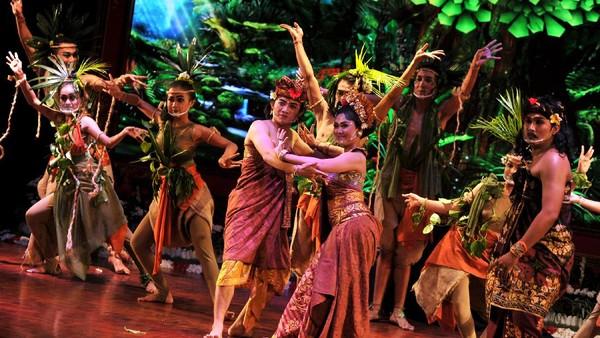 Tarian tradisional memeriahkan pembukaan Pesta Kesenian Bali.