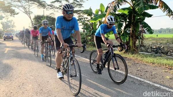 Seluruh peserta yang terlibat dalam Pedalpedia 2021 telah dinyatakan sehat dan sudah menjalani swab test. Tak hanya itu, selama jalannya kegiatan, panitia juga menerapkan protokol kesehatan secara ketat.(Rinto Heksantoro/detikcom)