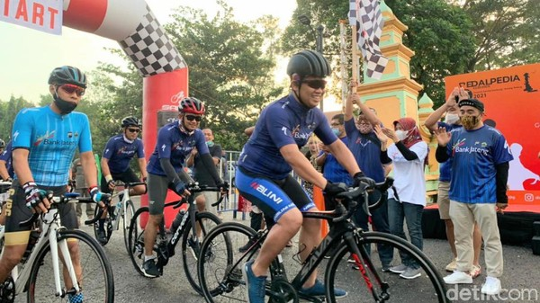 Start dibuka oleh Kepala Dinas Kepemudaan Olahraga dan Pariwisata Provinsi Jawa Tengah, Sinoeng N Rachmadi. (Rinto Heksantoro/detikcom)