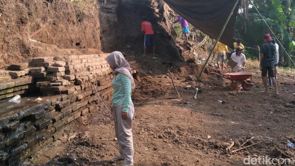 Struktur Bata Kuno di Pasuruan yang Sedang Diekskavasi Dipastikan Saluran Air